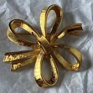 Jewelry - Vintage Ribbon Bow Brooch Gold Tone Retro Pin